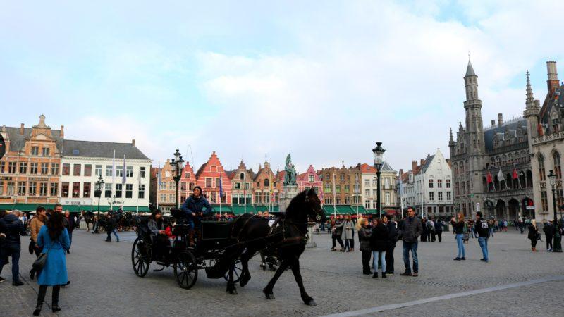 Calèche sur la Grand-Place de Bruges
