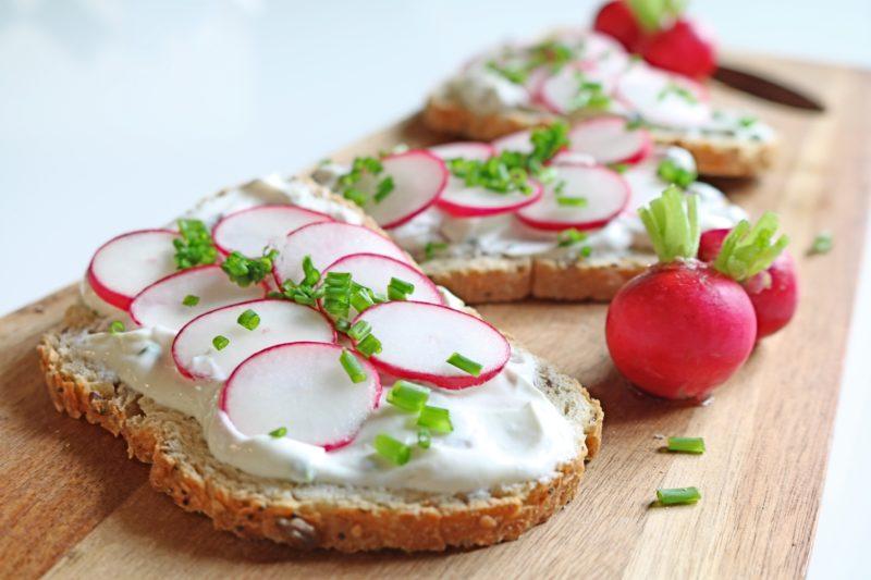 tartines radis fromage blanc