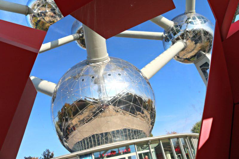 Atomium de Bruxelles dans le miroir