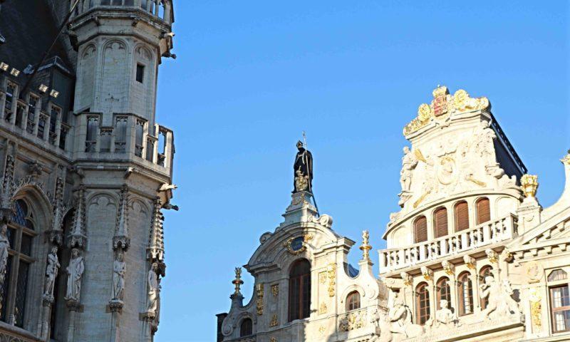 Statue de Saint Nicolas sur la Grand-Place de Bruxelles